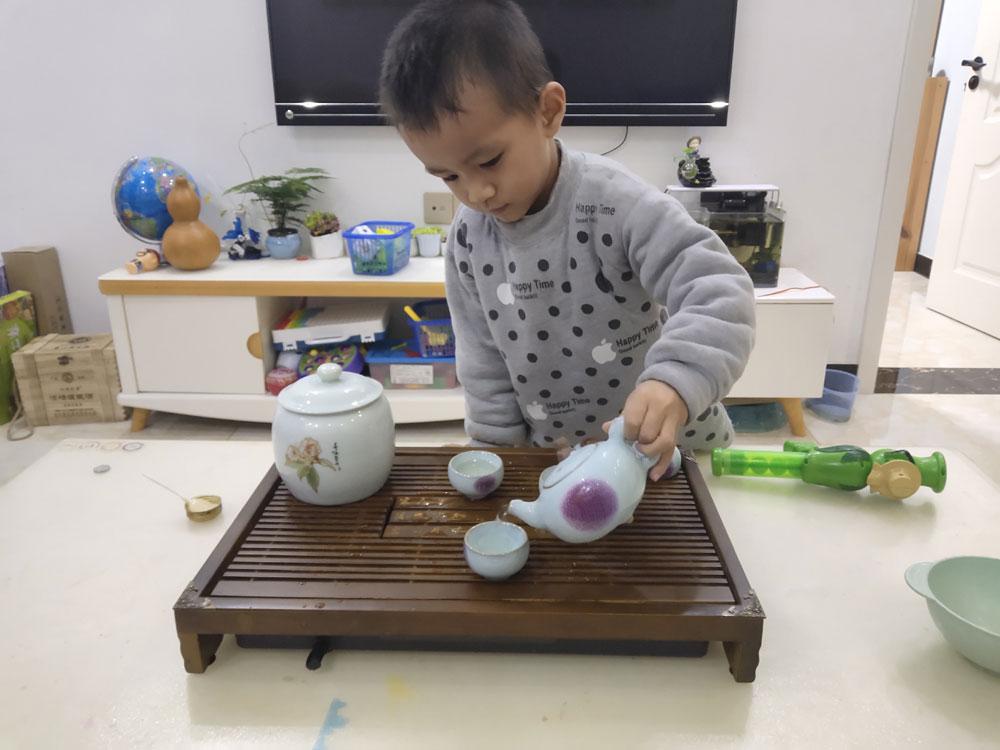 小儿子陪喝茶