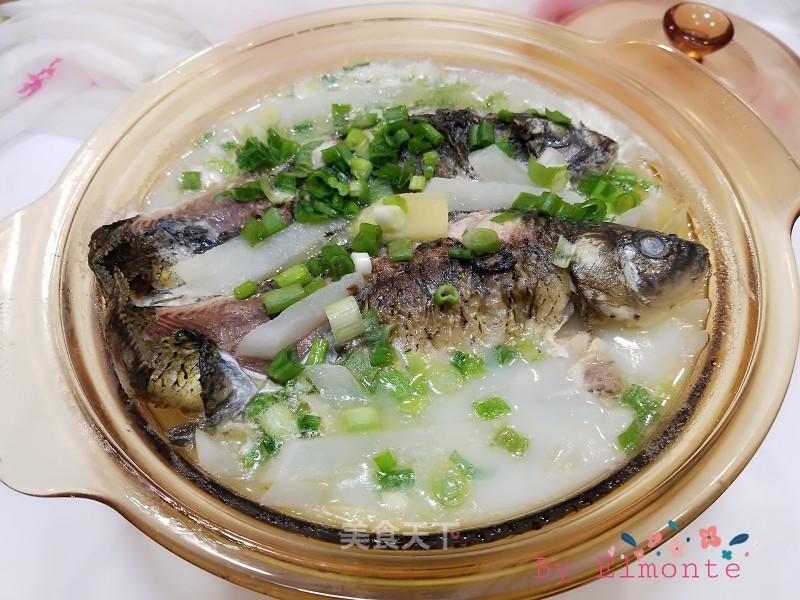 奶白鲜美鲫鱼萝卜汤的家常做法,冬天滋补佳品