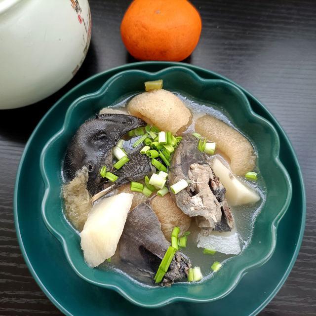 竹荪山药炖乌鸡汤,营养滋补全家老小都能吃